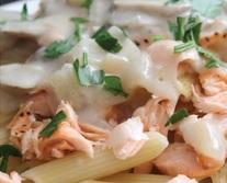 רז קל פסטה עם דג סלמון ופטריות ברוטב שמנת
